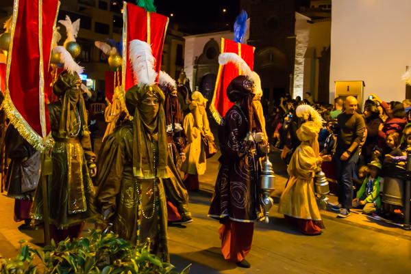 Processionen lämnar kyrkan