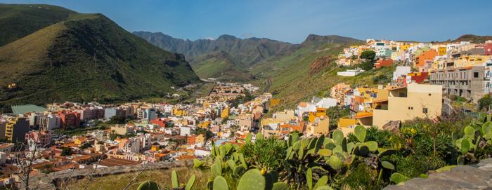 San Sebastian sträcker sig upp i dalen