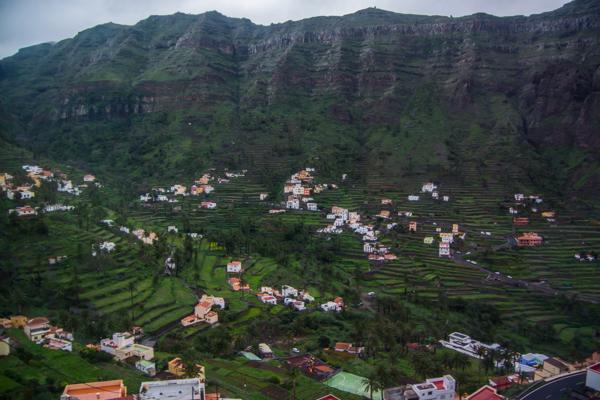 Terrasodlingar över hela dalen
