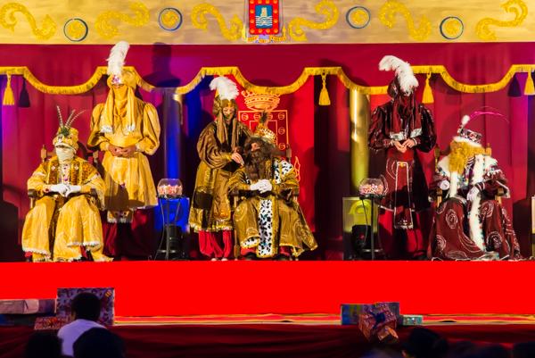 Tre vise män intar scenen....