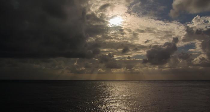 Solen skyms av moln och regn
