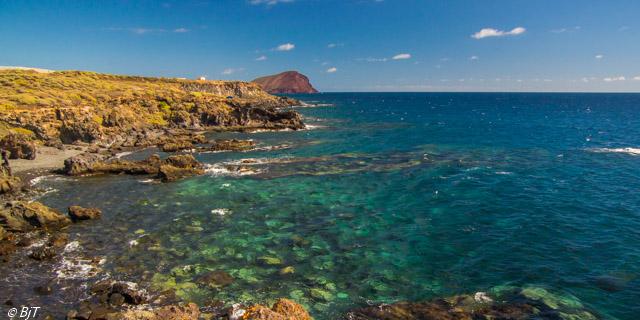 Går längs kusten mot Montaña Roja