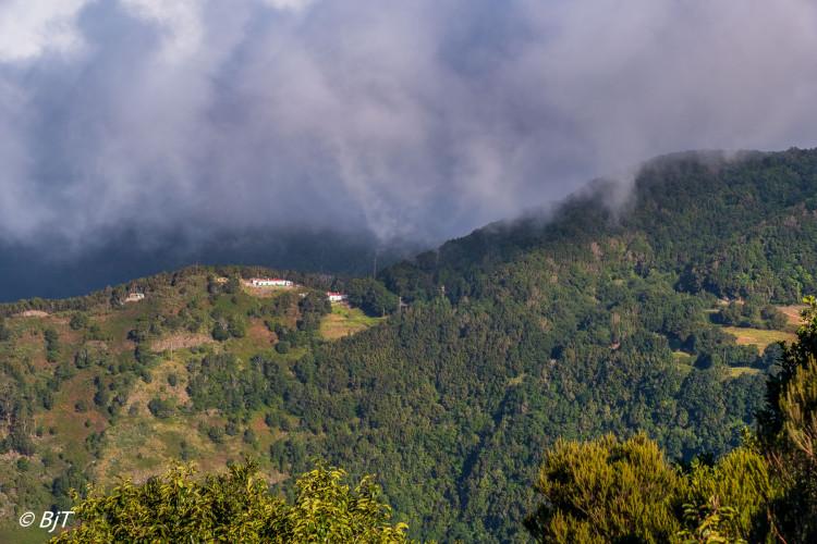 Moln över bergen