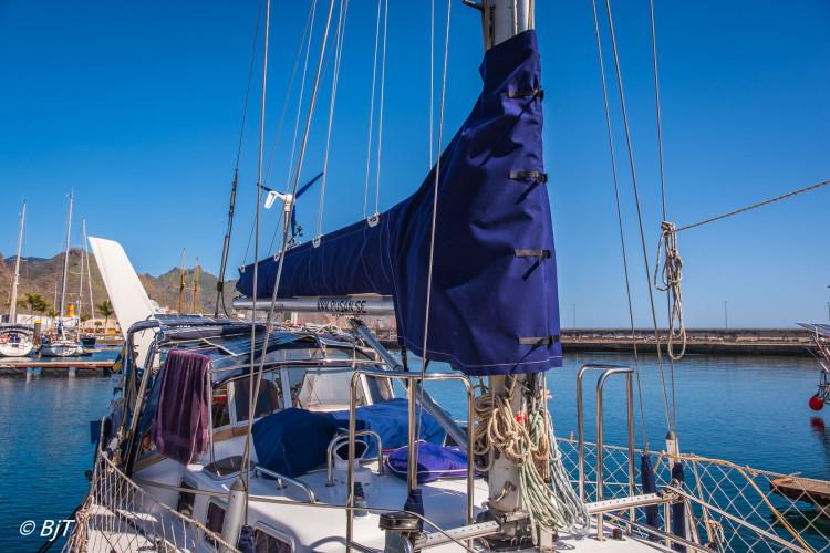 Nytt segelkapell och vindroderduk på plats